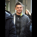 Zac Efron Grins On <em>New Year's Eve</em> Set In New York