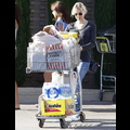 "<em><span class=""exclusive"">EXCLUSIVE PHOTOS</span></em> - Renee Zellweger Preps For A Party"
