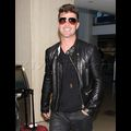 Robin Thicke Can't Stop Giggling Amid Recent Threesome Scandal