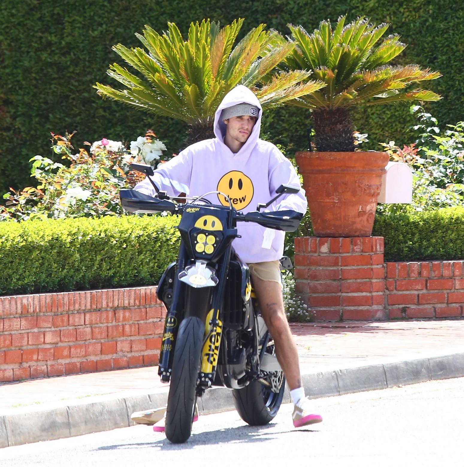 "<em><span class=""exclusive"">EXCLUSIVE VIDEO</span></em> - Justin Bieber Gets A New Custom Motocross Bike - X17 Online"