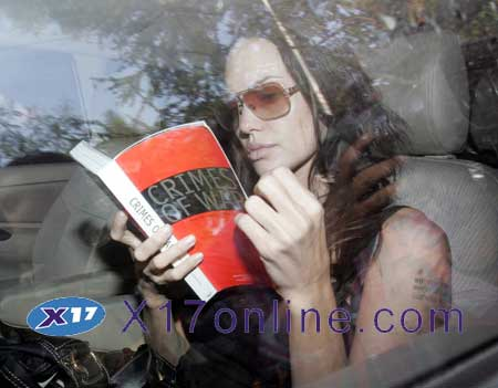 Angelina Jolie AJOLIEBOOK101106_01.jpg
