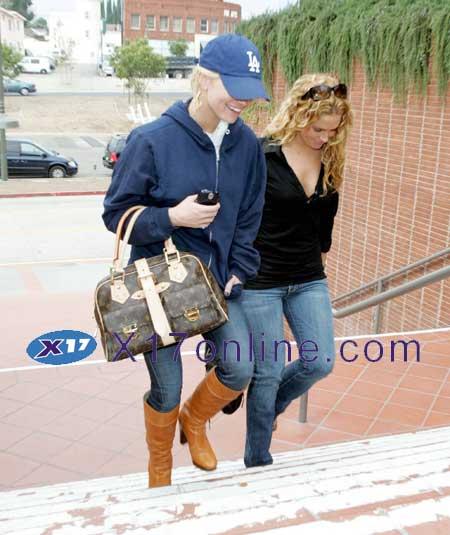 Jessica Simpson JSIMPSON100106_1.jpg