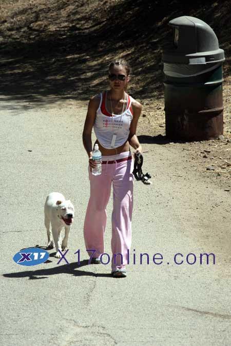 Jessica Alba JALBA083006_1.jpg