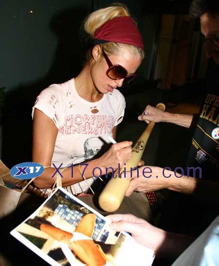 Paris Hilton PHILTONMORPH112106_1.jpg