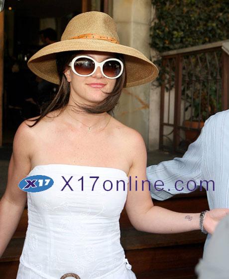 Britney Spears BSPEARSVICTORIA032507hosp_1.jpg