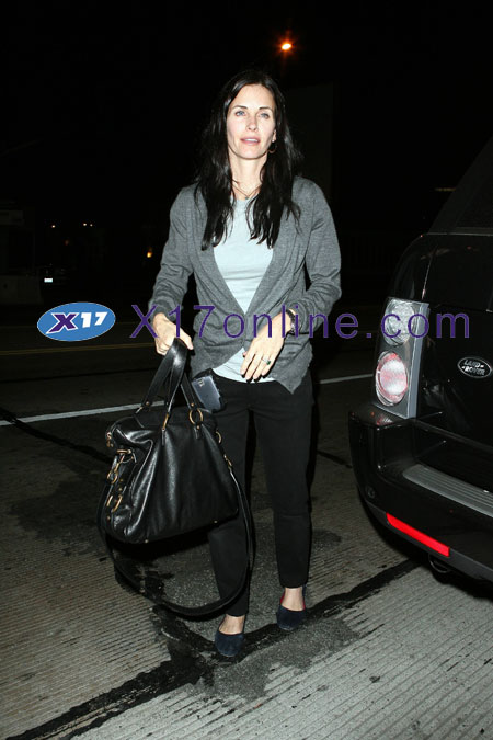 Courteney Cox CCOX032607_01.jpg