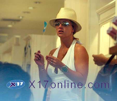 Britney Spears BSPEARSNEWCLOTHES0218_09.jpg