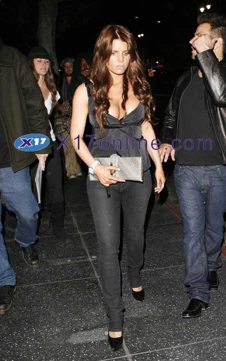 Jessica Simpson JSIMPSONCLEAVAGE041607_17.jpg