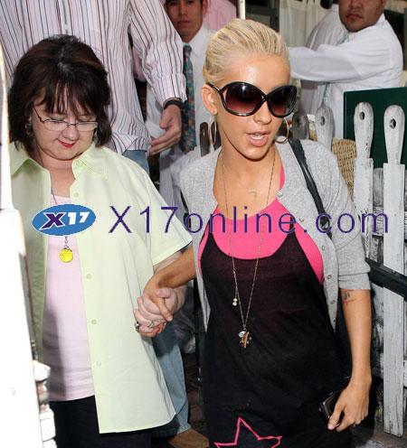 Christina Aguilera CAGUILERA051307_01.jpg