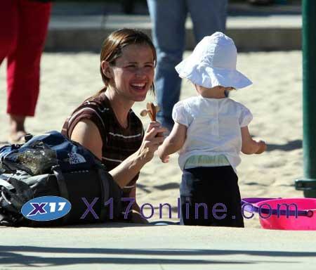 Jennifer Garner JGARNERHORSE051007_07.jpg