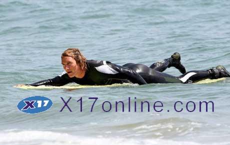 Matthew McConaughey MMcConaugheySurf052607_3.jpg