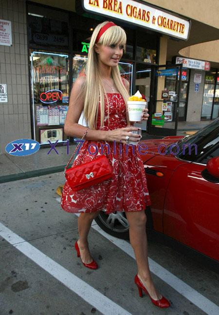 Paris Hilton PHILTONRED053007_003.jpg