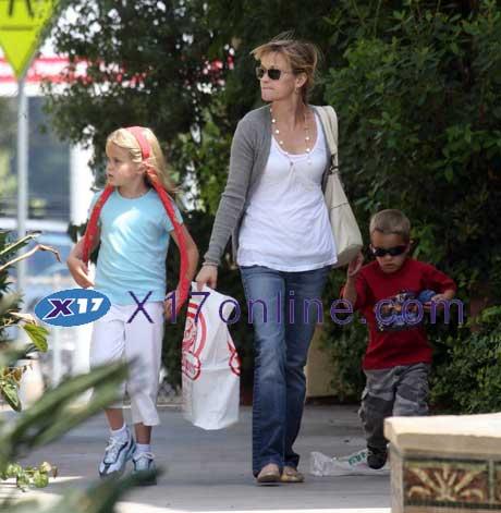 Reese Witherspoon RWitherspoonTea051207_2.jpg