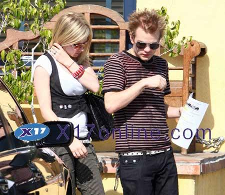 Avril Lavigne ALAVIGNE061407_01.jpg