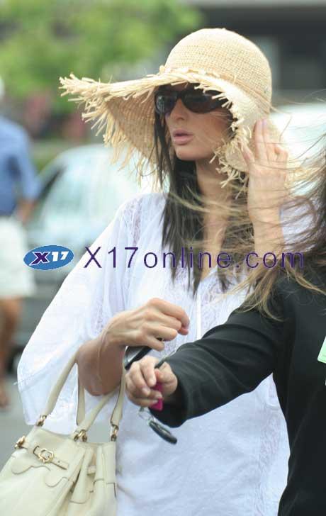 Paris Hilton phiton062807_03.jpg