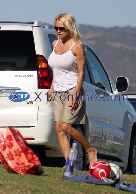 Pamela Anderson PANDERSON071807_06.jpg