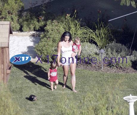 Britney Spears BSPEARSCUSTODY0808_2.jpg