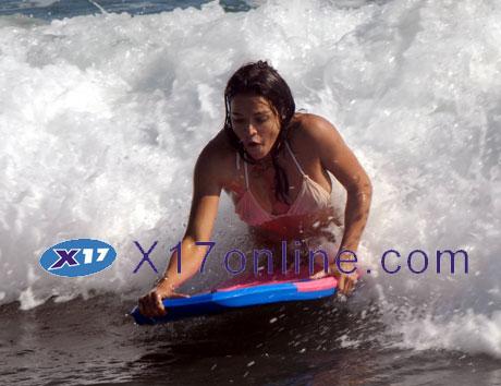 Michelle Rodriguez MRODRIGUEZ081907_03.jpg