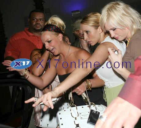 Britney Spears BSpearsCrisAngel0907_4.jpg