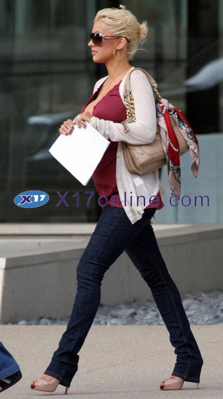 Christina Aguilera CAGUILERA092007_05.jpg