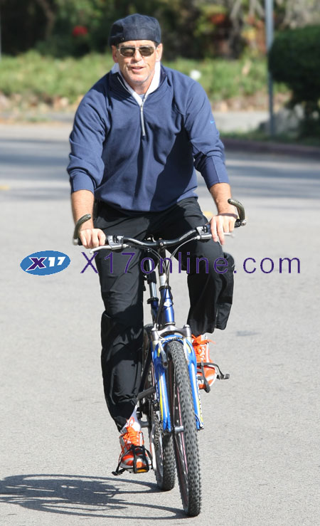 Pierce Brosnan 1G0O2676.jpg