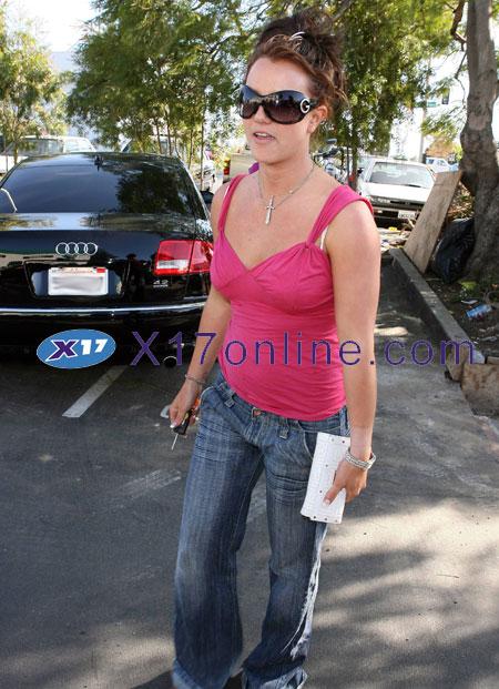 Britney Spears BSPEARSPINK101607_09.jpg