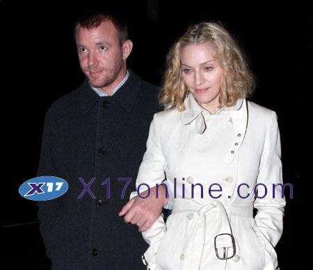 Madonna MADONNA102707_01.jpg