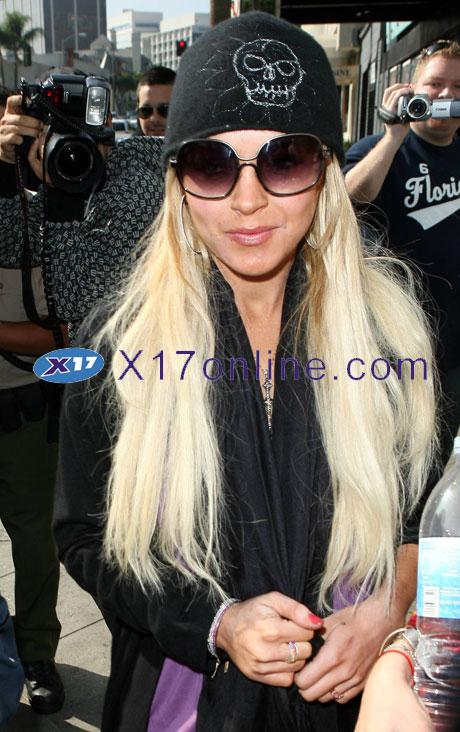 Lindsay Lohan LLOHANSKULL110607_04.jpg