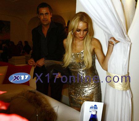 Lindsay Lohan LLOHANFLIRT122907_02.jpg