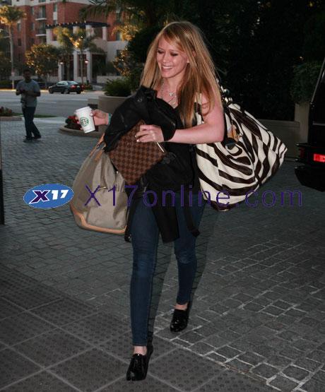 Hilary Duff HDUFF021208_21.jpg