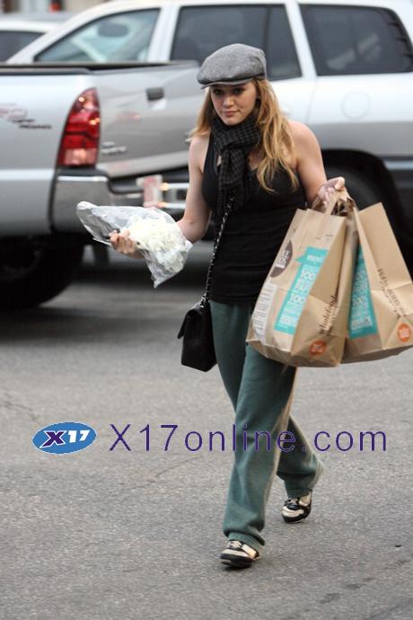 Hilary Duff HDUFFMARKET030108_10.jpg