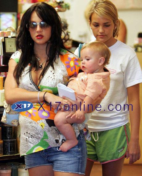 Britney Spears JLSPEARSPREG1218_04a.jpg