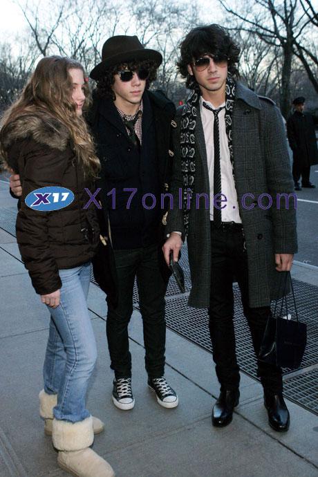 Jonas Brothers JONASBROTHERS122407_01.jpg