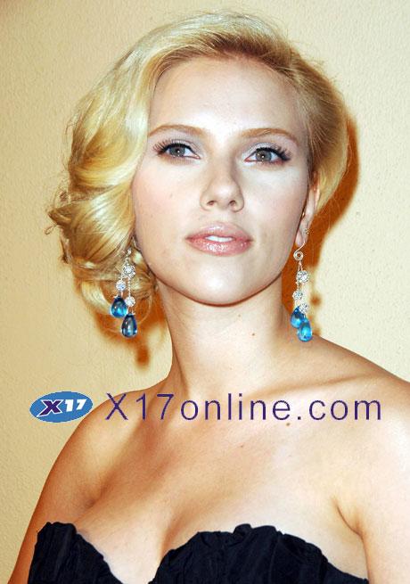 Scarlett Johansson SJOHANSSEN101507_03.jpg