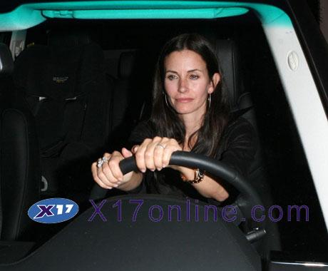 Jennifer Aniston AnistonMayer061208_13_X17.jpg