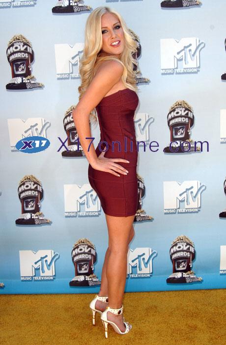 Paris Hilton HMontag060108_02_X17.jpg