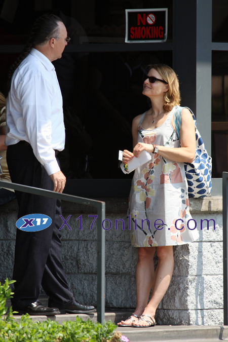 Jodie Foster JFoster062508_08_X17.jpg