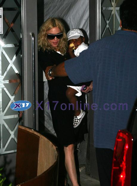 Madonna062708_03_X17.jpg