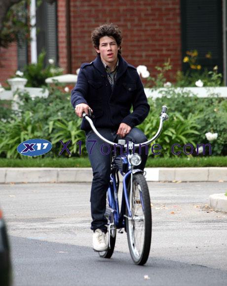 Jonas Brothers NickJonas061208_05_X17.jpg