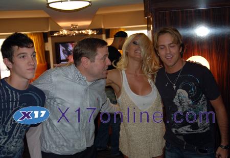 Pamela Anderson PAnderson062108_41_X17.jpg