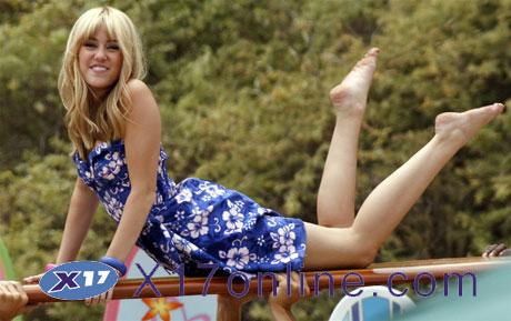Miley Cyrus MCyrus071008_005_X17.jpg