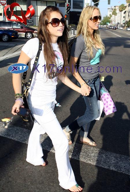 Miley Cyrus MCyrus072608_04_X17.jpg