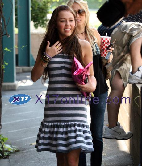Miley Cyrus MCyrus072708_077_X17.jpg