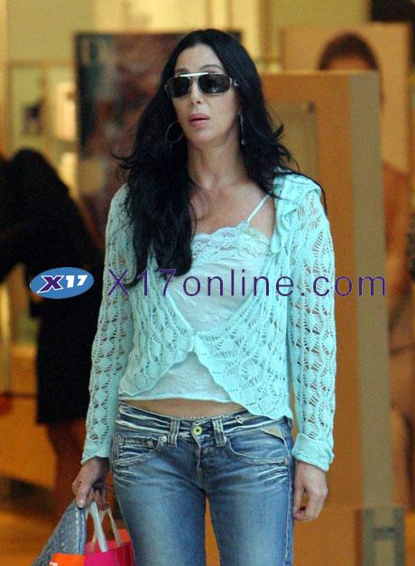 Cher CHER080606_07.jpg
