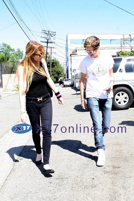 Lindsay Lohan LLohan080708_02_X17.jpg