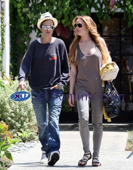 Lindsay Lohan LLohanNoBra0820_06_X17.jpg