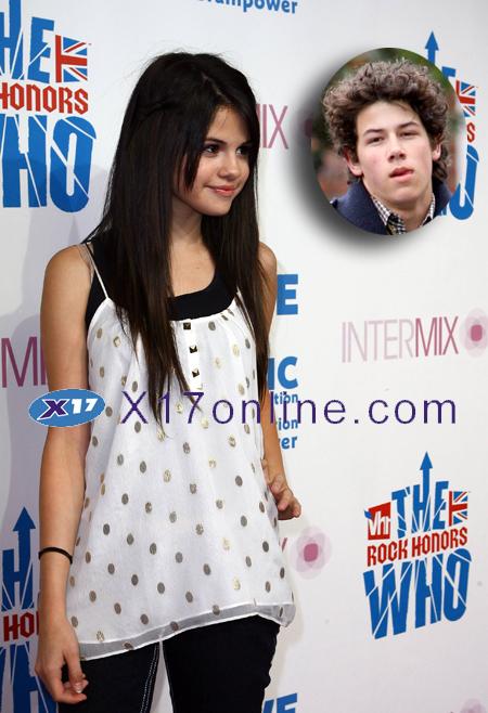 Selena Gomez selenanicktexts.jpg