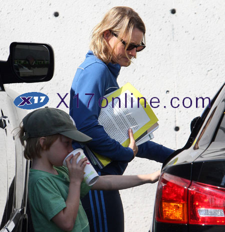 Jodie Foster JFoster090808_07_X17.jpg