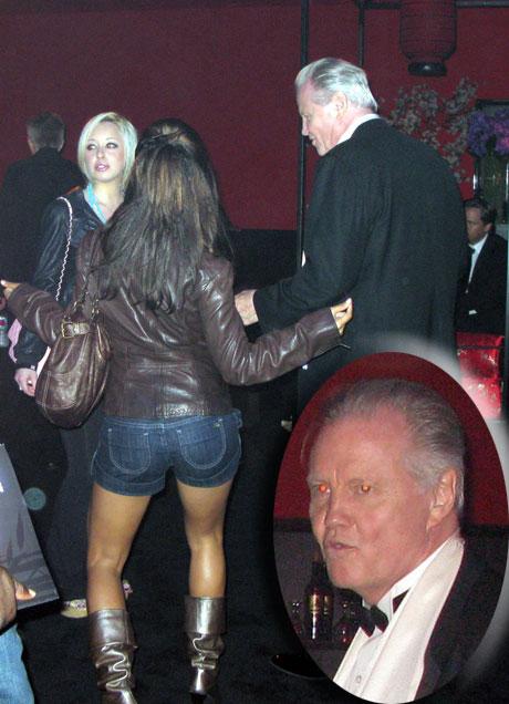 Lindsay Lohan LLohanLeg092108_18_X17.jpg