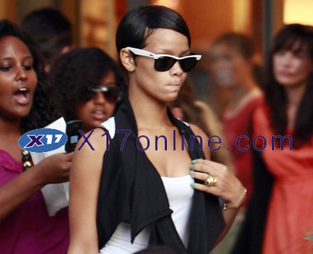 Rihanna090108_01_X17.jpg